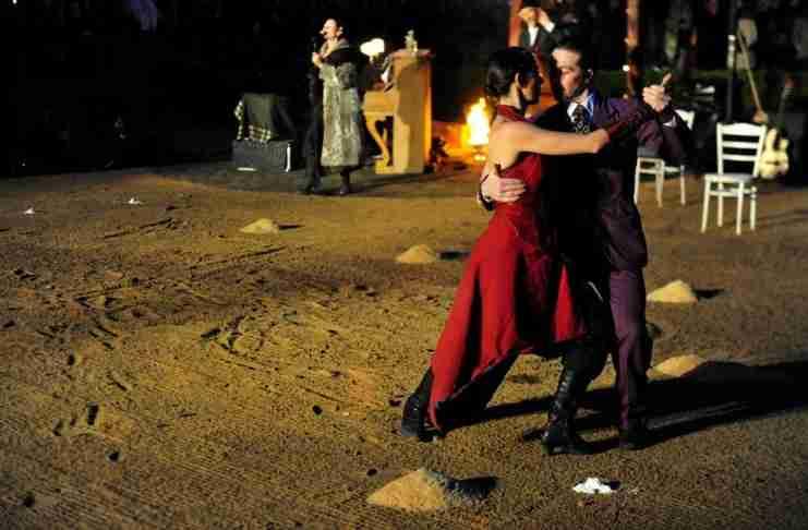 Η συγκλονιστική ιστορία πίσω από το «Dance me to the end of Love» του Λέοναρντ Κοέν