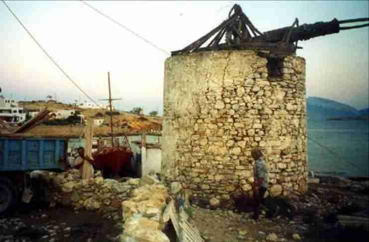 Ανεμόμυλος του 1830 στα Κουφονήσια μετατράπηκε σε ένα από τα μικρότερα ξενοδοχεία της Ευρώπης. Δείτε το Πριν και το Μετά