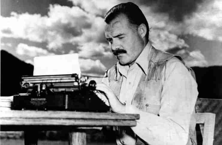 Όταν ο Χέμινγουεϊ έβαλε στοίχημα ότι μπορεί να γράψει ένα διήγημα με μόνο 6 λέξεις. Και κέρδισε