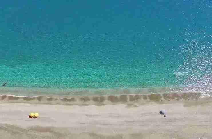 Ένας διάφανος παράδεισος μόλις τρεις ώρες από την Αθήνα!