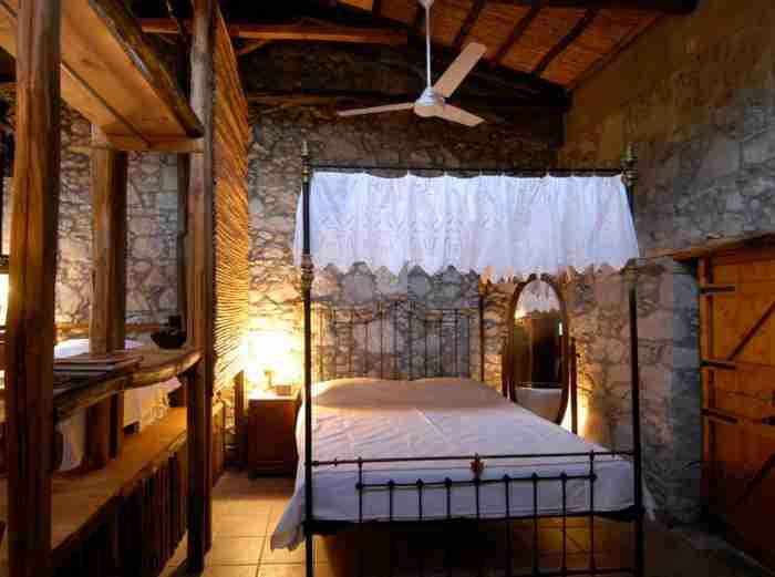 Έλληνας αρχιτέκτονας μεταμόρφωσε έναν παλιό λαδόμυλο στην Λήμνο σε σπίτι μοναδικής ομορφιάς
