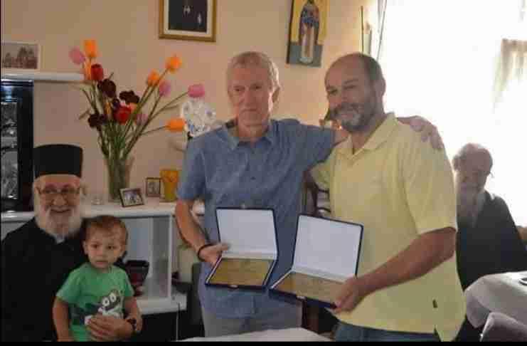 Ο Αυστριακός φιλέλληνας που προσέφερε 3,5 τόνους ανθρωπιστική βοήθεια στην Καβάλα