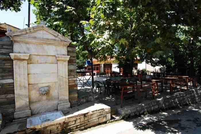 Το μυστικό χωριό στο Πήλιο που ενώνεται με την Τσαγκαράδα με ένα τοξωτό γεφύρι