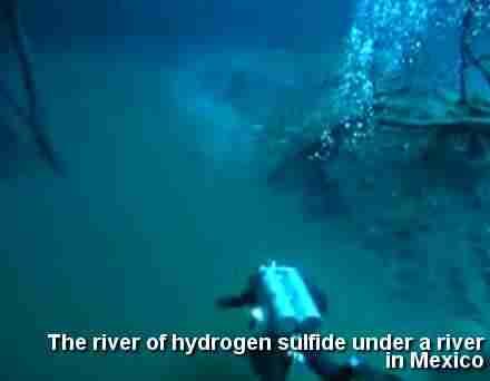 Ένα υπόγειο ποτάμι στο Μεξικό