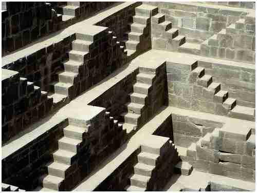 Το πηγάδι με τα 3500 σκαλοπάτια