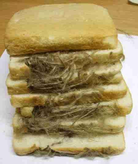 Γάντι φούρνου βρέθηκε μέσα σε ψωμί του τοστ