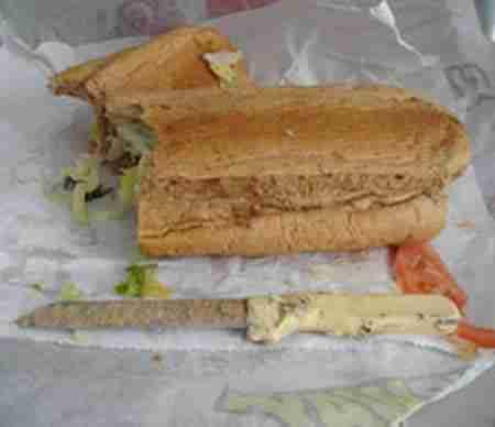Ένα μαχαίρι 7-ιντσών βρέθηκε μέσα σε σάντουιτς