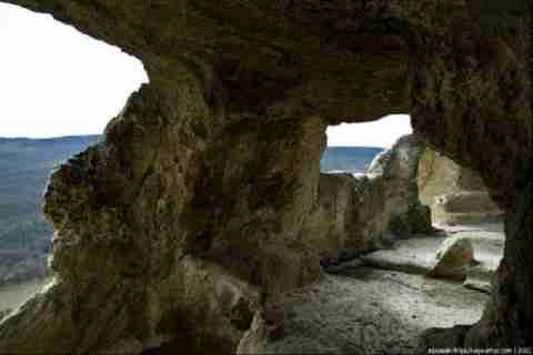 Μια πόλη μέσα σε σπηλιά