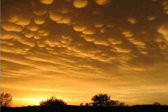 Mammatus Clouds (ανώμαλα σύννεφα)