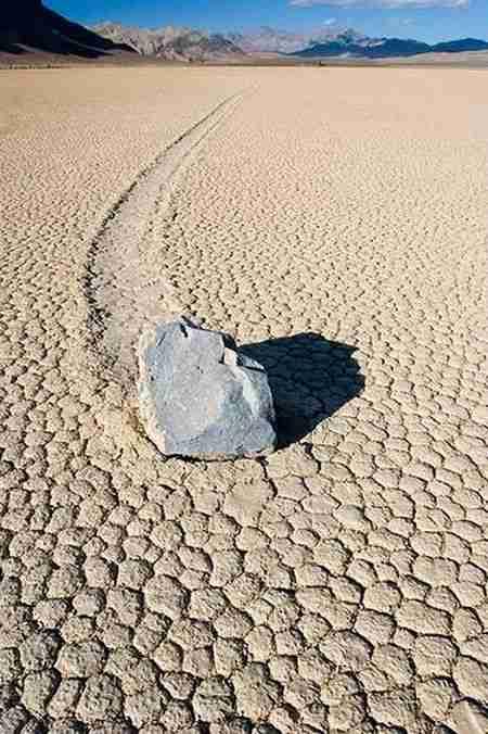 Κινούμενες πέτρες (Sailing Stones)