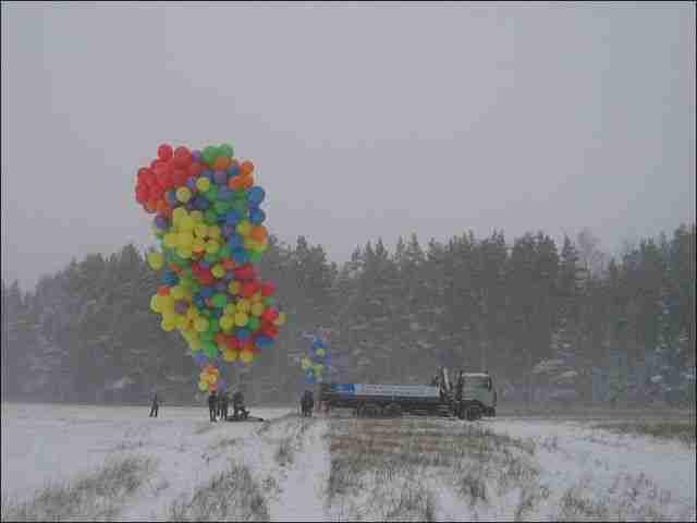 Ρώσος πέταξε με 800 μπαλόνια