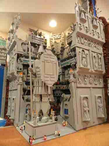 Έφτιαξε πόλη από 250.000 Lego!