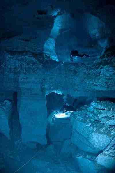 Ένα μοναδικό υποθαλάσσιο σπήλαιο