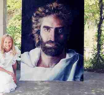 Η 12χρονη που ζωγραφίζει τον παράδεισο