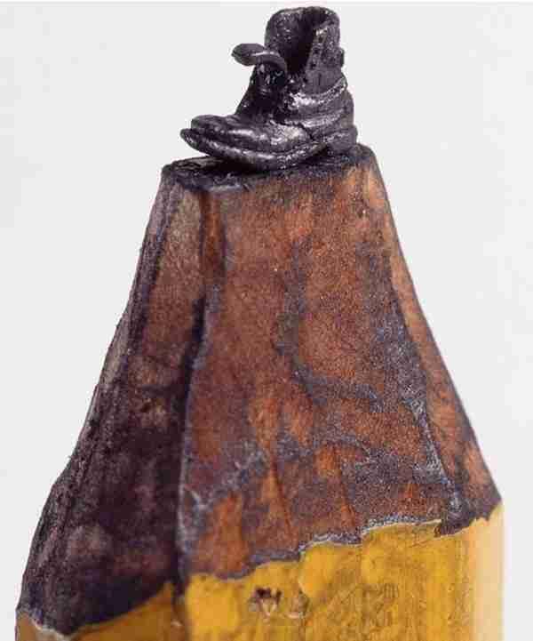 Γλυπτά μινιατούρες πάνω σε μολύβι