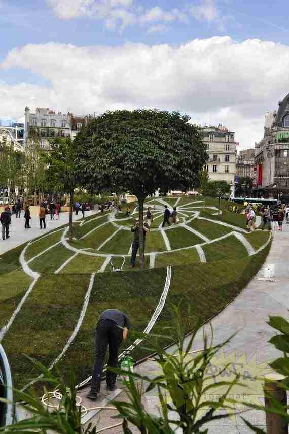 Εκπληκτική ψευδαίσθηση στο κέντρο του Παρισιού