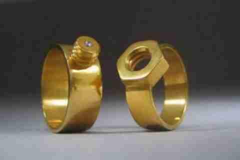 Κάτι παραπάνω από απλά δαχτυλίδια