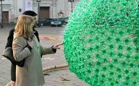 Χριστουγεννιάτικο δέντρο από ανακυκλωμένα μπουκάλια