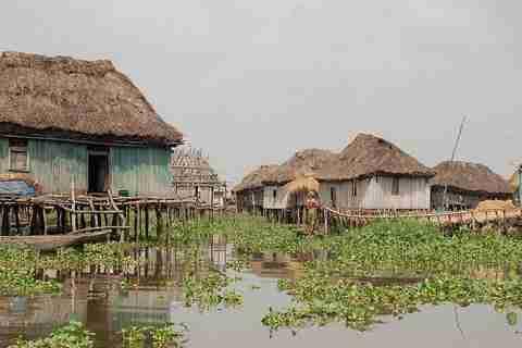 Ένα χωριό μέσα σε λίμνη
