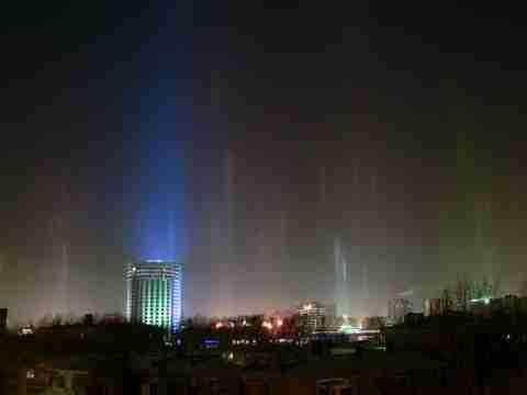 Light Pillar: Ένα εντυπωσιακό φυσικό φαινόμενο