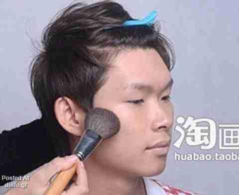 Τι σου κάνει το μακιγιάζ..