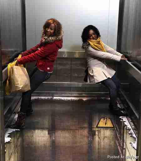 Το ασανσέρ χωρίς πάτωμα