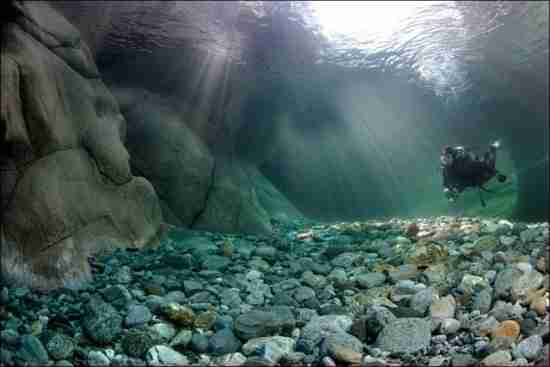Η εξωπραγματική ομορφιά του ποταμού Verzasca