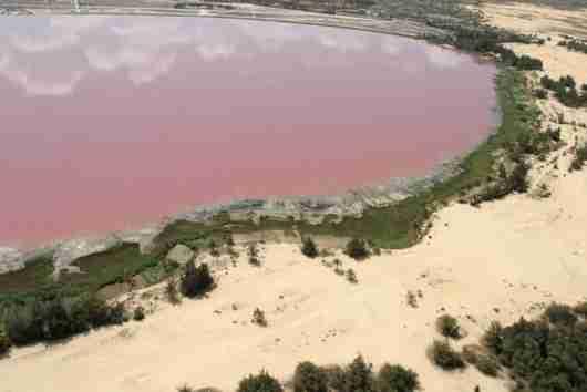 Η ροζ λίμνη