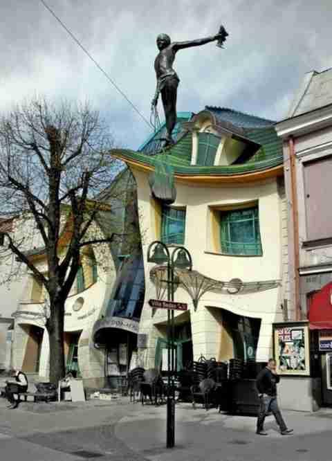 Crooked House, το κτίριο που προκαλεί πονοκέφαλο