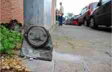 Ο καλλιτέχνης που δίνει ζωή στα σκουπίδια