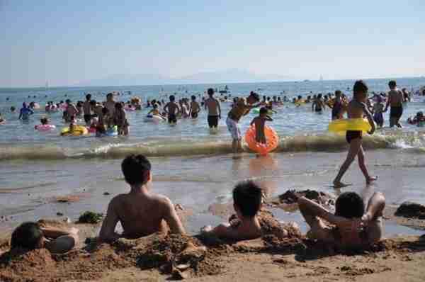 Μια ζεστή μέρα σε παραλία της Κίνας