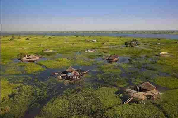 Καλύβες μέσα στον υγρότοπο Sudd, στο Νότιο Σουδάν