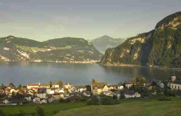 Η υπέροχη λίμνη Λουκέρνη στην Ελβετία