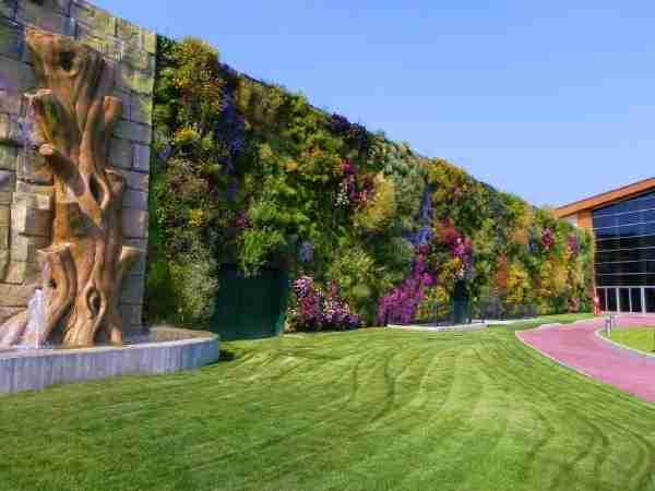 Ο μεγαλύτερος κάθετος κήπος στον κόσμο