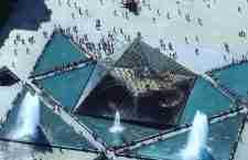 Η γυάλινη πυραμίδα του Λούβρου