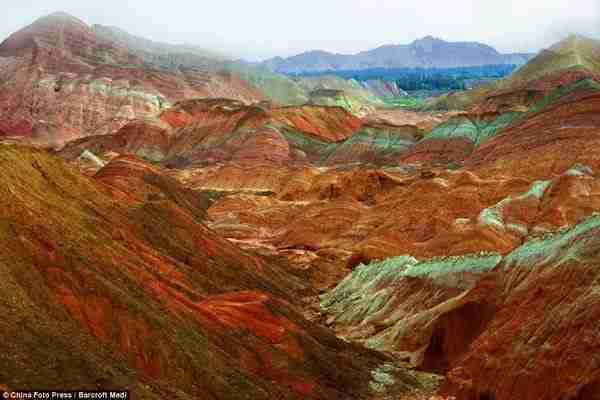 Danxia landform, το τοπίο που θυμίζει άλλο πλανήτη