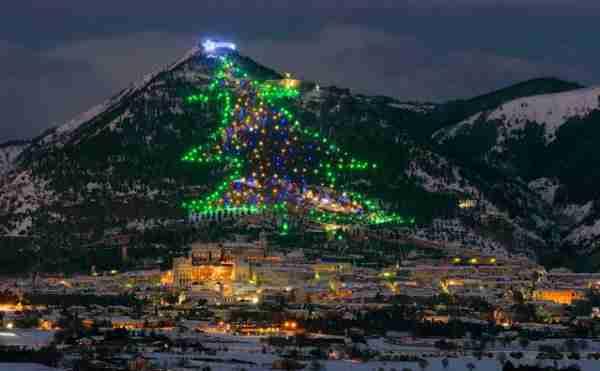 Το μεγαλύτερο χριστουγεννιάτικο δέντρο στον κόσμο