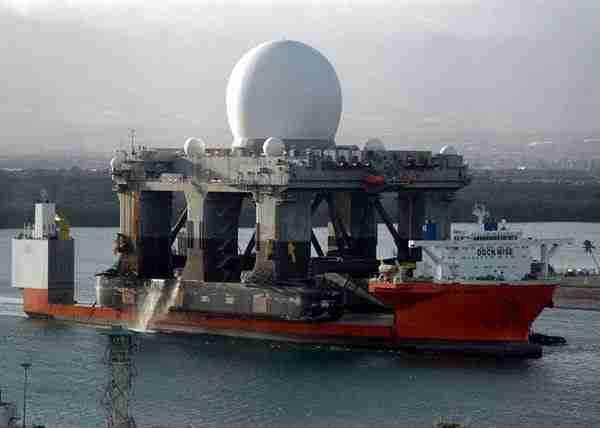 Το πλοίο που μεταφέρει.. πλοία