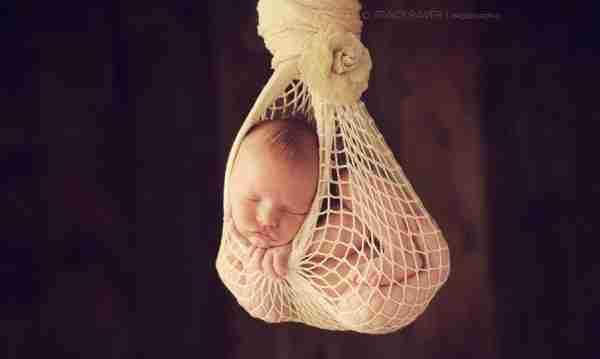 Η Τρέισι Ρέιβερ φωτογραφίζει μωρά που κοιμούνται!