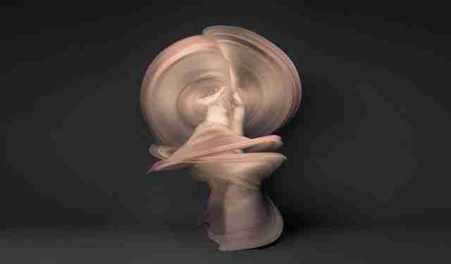 10.000 φωτογραφίες γυμνών χορευτών σε μια!