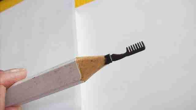 Cerkahegyzo, απίθανη γλυπτική πάνω σε μικρά μολύβια