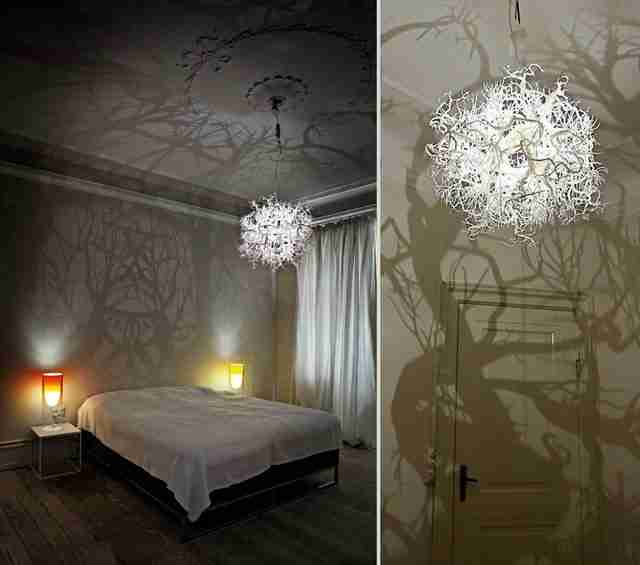 Φωτιστικό μετατρέπει το δωμάτιο σε όμορφο δάσος