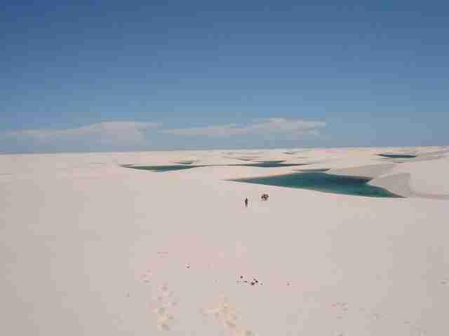 Εκατοντάδες λίμνες στην μέση της ερήμου