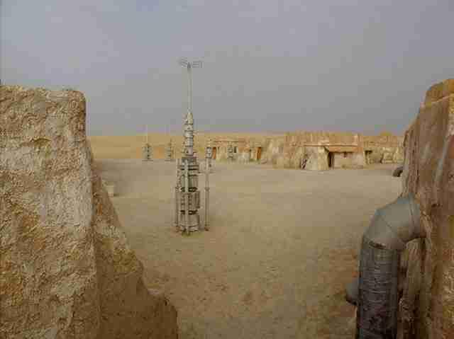 Τα εγκαταλειμμένα σκηνικά του Star Wars στην έρημο της Τυνησίας