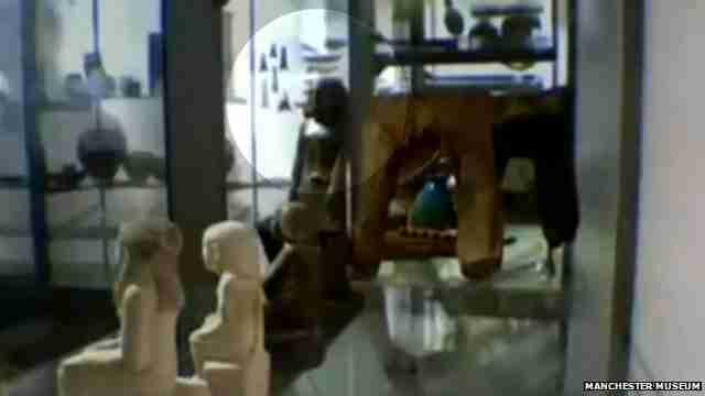 Αρχαίο αιγυπτιακό άγαλμα κινείται μόνο του!