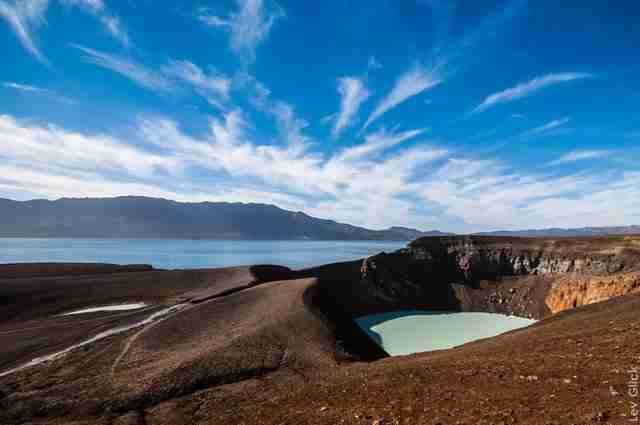Askja-Iceland.-View-of-Viti-and-Öskjuvatn