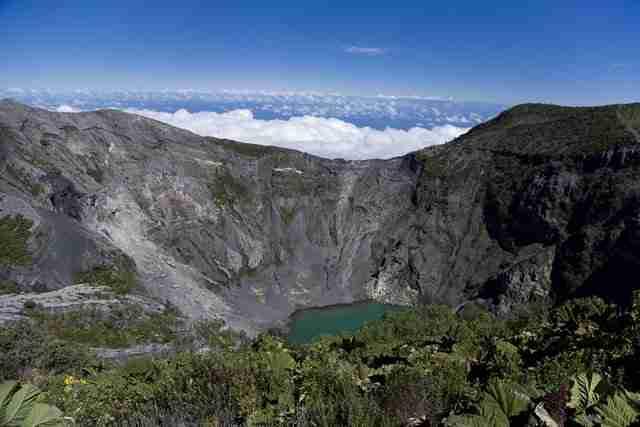 Crater-Lake-at-Irazu-Volcano-in-Costa-Rica