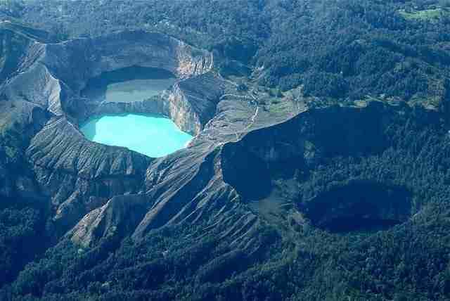 Kelimutu-Colored-Lakes-Komodo-Indonesia