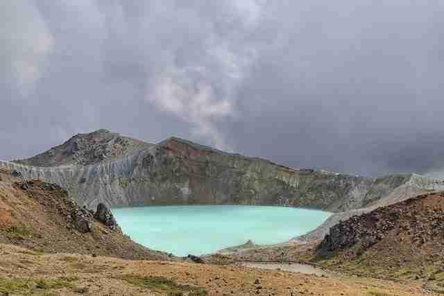 Mt.Shirane-crater-lake-in-Japan