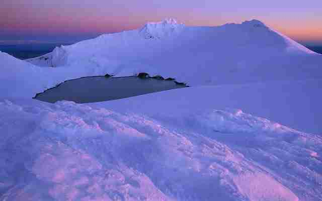 Winter-Evening-at-Mount-Ruapehu's-Crater-Lake-Tongariro-National-Park-New-Zealand
